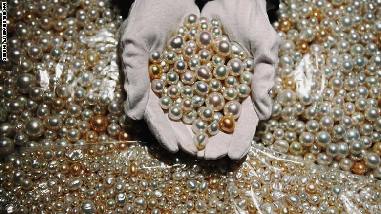 6,000 Pearls Added to Museum Exhibit