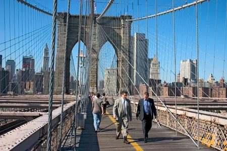 brooklyn-bridge-walking-across