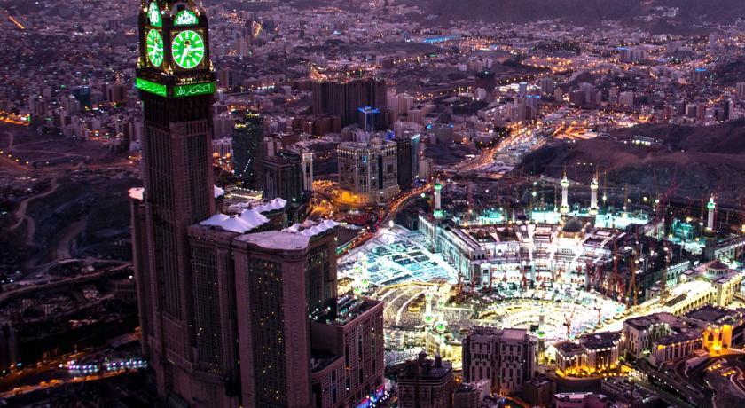 أكبر ساعة في العالم في مكة المكرمة